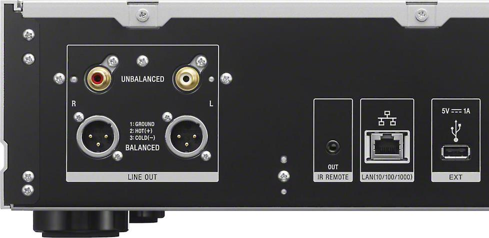 Rear-panel connections included balanced XLR outputs