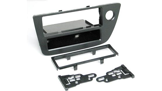 Metra 99-7867 Dash Kit Kit package with brackets, bezel, and pocket