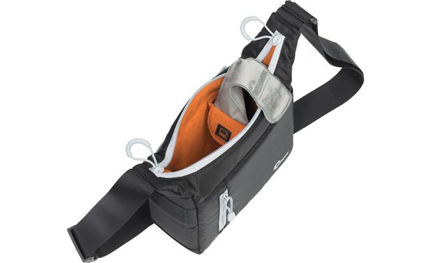 Lowepro StreamLine 100 interior compartment with built-in microfiber cloth