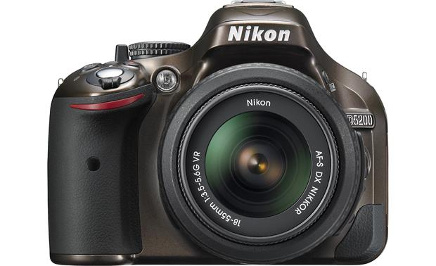 Nikon D5200 Kit Front, straight-on
