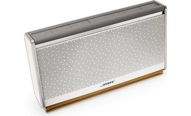Bose&reg; SoundLink&reg; <em>Bluetooth&reg;</em> Mobile speaker II &#151; Leather Edition White finish, white leather cover