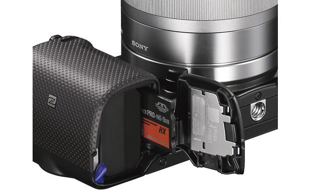 Sony Alpha NEX-5T 3X Zoom Lens Kit Battery and memory card bay
