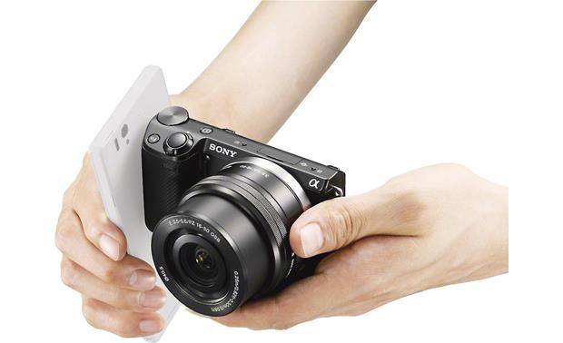 Sony Alpha NEX-5T 3X Zoom Lens Kit Just a quick tap initiates communication via NFC (smartphone and lens not included)