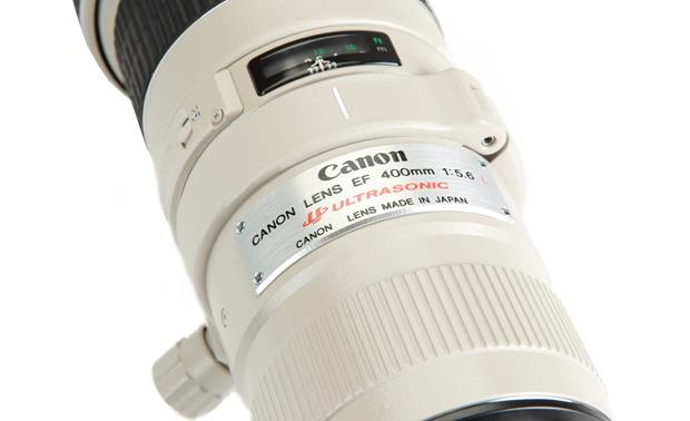 Canon EF 400mm f/5.6L Canon badge (close-up)