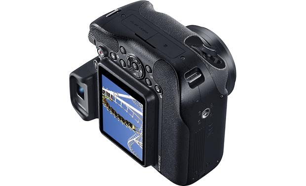 Samsung WB2200F Dual grip allows easy handling for vertical shooting