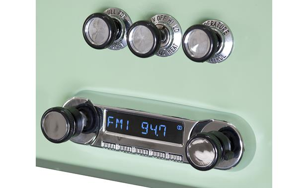 RetroSound Huntington M4 Upgrade the radio in your classic Ford and keep the factory look