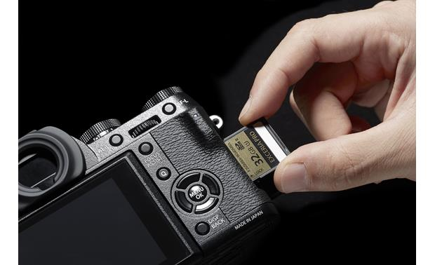 Fujifilm X-T1 (no lens included) Memory card slot
