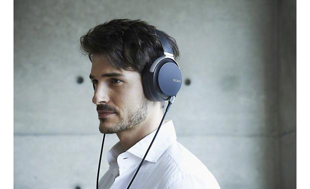 Sony MDR-Z7 Hi-res Comfortable, around-the-ear fit