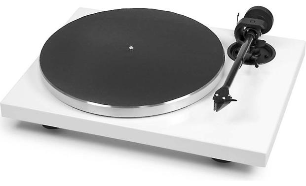 Pro-Ject 1Xpression Carbon Classic Gloss White (dust cover included, not shown)