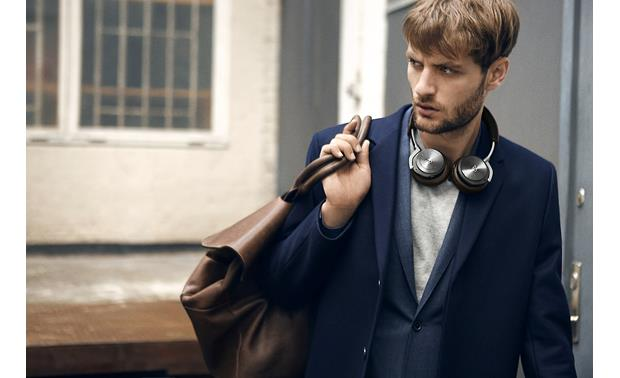 Bang & Olufsen Beoplay H8 Carry them with you anywhere