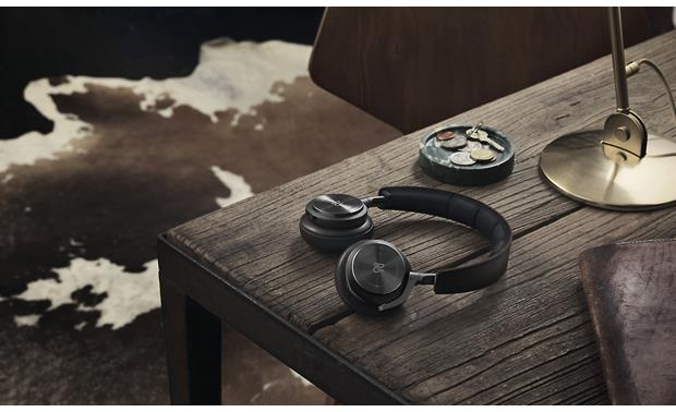 Bang & Olufsen Beoplay H8 Attractive design