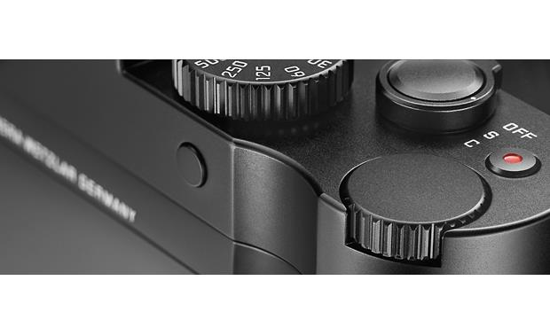 Leica Q (Typ 116) Convenient shutter and command dials on top plate