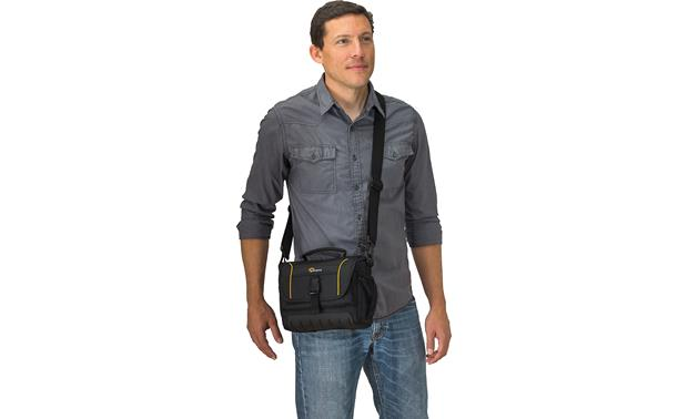 Lowepro Adventura SH 160 II Removable, adjustable padded strap adds comfort and flexibility