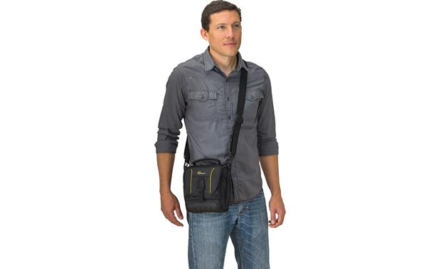 Lowepro Adventura SH 140 II Removable, adjustable padded strap adds comfort and flexibility