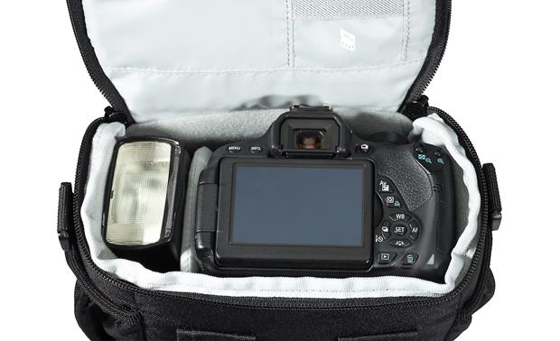 Lowepro Adventura SH 140 II Removable internal divider keeps gear organized (camera not included)