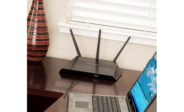 NETGEAR AC1900 Nighthawk™ Three external antennas amplify your wireless signal.