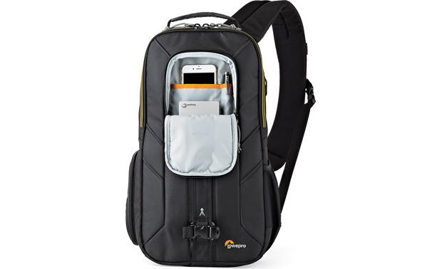 Lowepro Slingshot Edge 250 AW Zippered pocket for small accessories