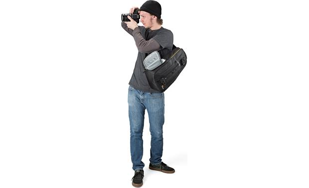 Lowepro Slingshot Edge 250 AW Grab your camera and start shooting without removing the pack