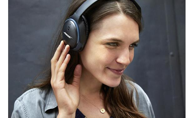Bose® SoundLink® around-ear wireless headphones II Controls on the right earcup
