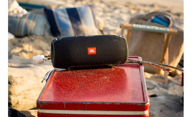 JBL Xtreme Black - splashproof design for outdoor use
