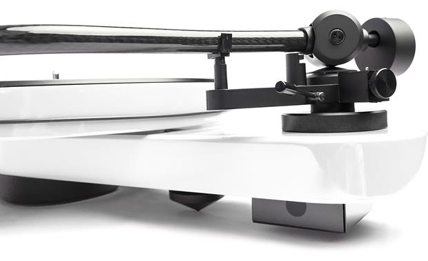 Pro-Ject RPM 3 Carbon Close-up of tonearm base