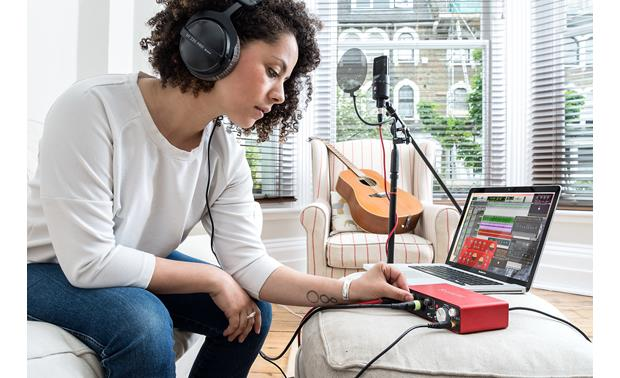 Focusrite Scarlett 2i2 (Second Generation) Make the Scarlett 2i2 part of a simple home recording setup