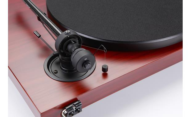 Music Hall MMF-2.3 Special Edition Close-up of tonearm and counterweight
