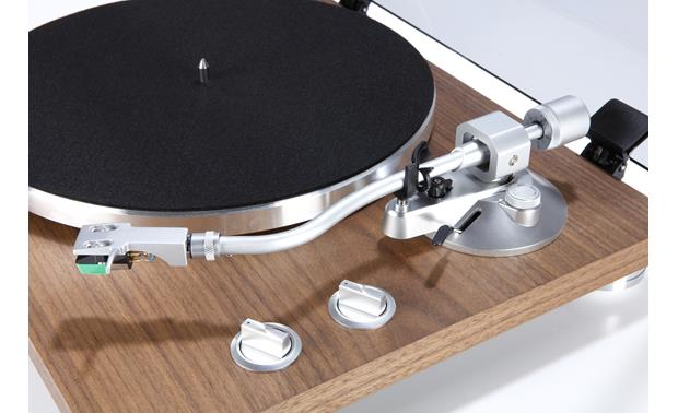TEAC TN-400S S-shaped tonearm with universal headshell for improved tracking