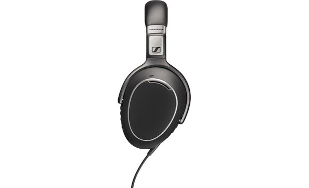 Sennheiser PXC 480 Oval-shaped earcups designed to