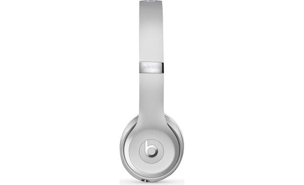 Beats by Dr. Dre® Solo3 wireless Earcup controls for music and calls