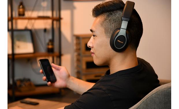 Klipsch Reference Over-ear Bluetooth® Plays music wirelessly from your phone or tablet
