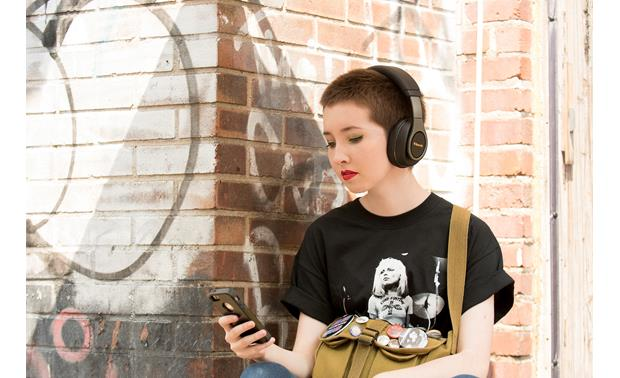 Klipsch Reference Over-ear Bluetooth® Built-in Bluetooth for wireless music and calls