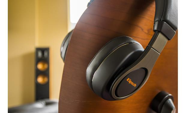 Klipsch Reference Over-ear Designed to emulate the front-row sound of Klipsch speakers