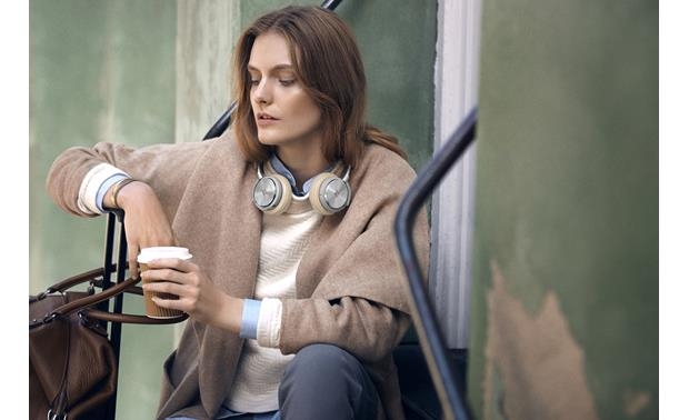 Bang & Olufsen Beoplay H8 Carry them wherever you travel