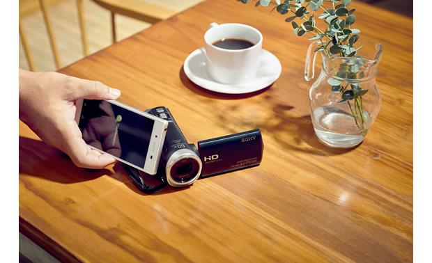 Sony Handycam® HDR-CX455 Quick touch pairing with NFC-enabled devices