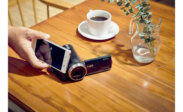 Sony Handycam® HDR-CX675 Quick touch pairing with NFC-enabled devices