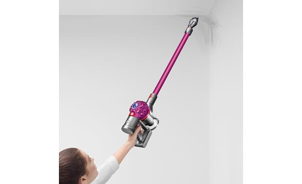 Dyson V7 Motorhead Easily clean corners in hard to reach places