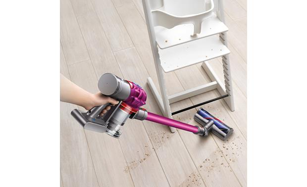 Dyson V7 Motorhead Easily clean up food messes