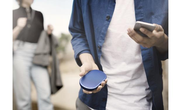 Bang & Olufsen Beoplay P2 Royal Blue - built-in microphone allows hands-free calls