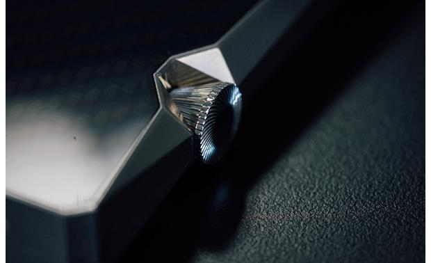 Astell&Kern A&ultima SP1000 Stainless Steel - close-up of crown-patterned volume dial