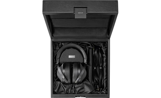 Sony MDR-Z1R Packed in included display case