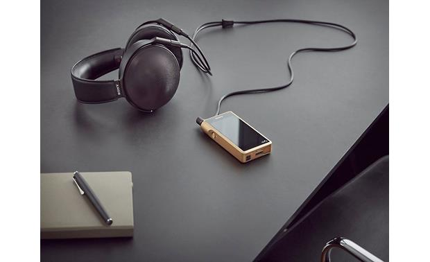Sony NW-WM1Z Premium Walkman® Great with high-performance headphones, such as the Sony MDR-Z1R (available separately)