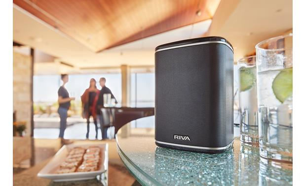 RIVA ARENA Black - fits with any decor