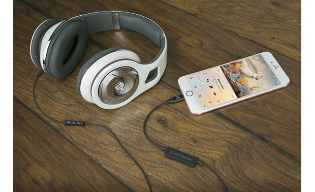 Scosche i3AAC StrikeLine™ Connects your headphones via the Lightning port (headphones and iPhone not included)