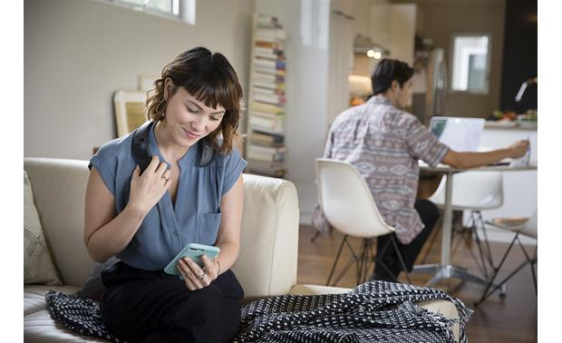 Bose® SoundWear™ Companion® Speaker Dual-pressure microphone for clear, wireless speakerphone calls