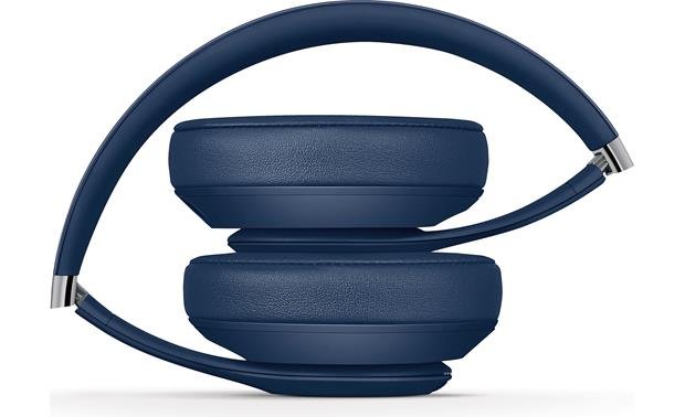 Beats by Dr. Dre® Studio3 Wireless Portable folding design