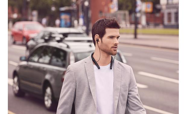 Sony WI-1000X Adaptive noise cancellation adjusts to your surroundings and movement