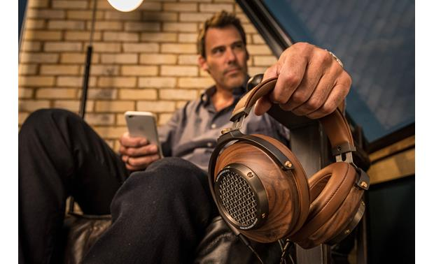 Klipsch Heritage HP-3 Semi-open design combines a wide soundstage with powerful bass response
