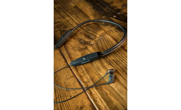 Klipsch R5 Neckband Stitched leather, sweat-proof neckband