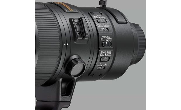 Nikon AF-S NIKKOR 180-400mm f/4E TC1.4 FL ED VR An array of convenient lens barrel switches for different shooting situations
